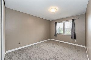 138-edgewater-Bedroom2.jpg