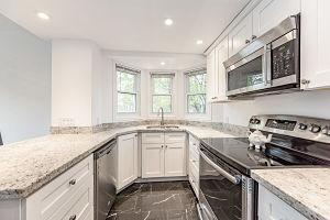138-edgewater-Kitchen.jpg