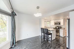 138-edgewater-Kitchen3.jpg